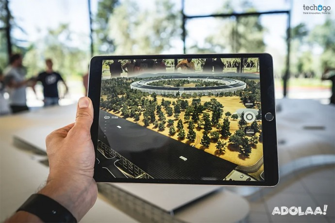 experience-combination-of-real-virtual-world-via-augmented-reality-big-0